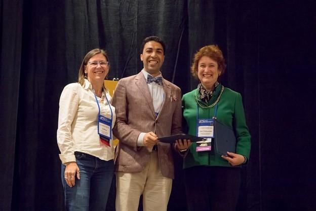 Amr Shahat receiving award